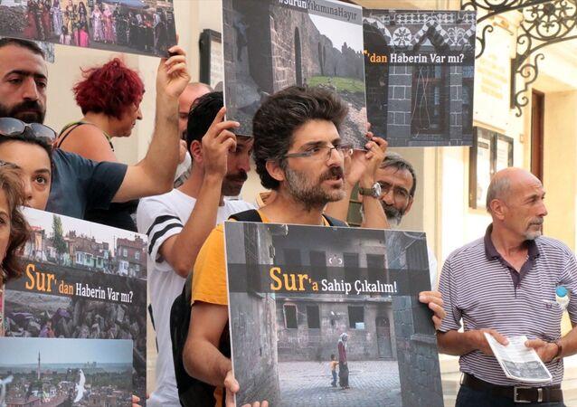 Kadıköy'de sessiz eylem: 'Sur'a sahip çıkalım'