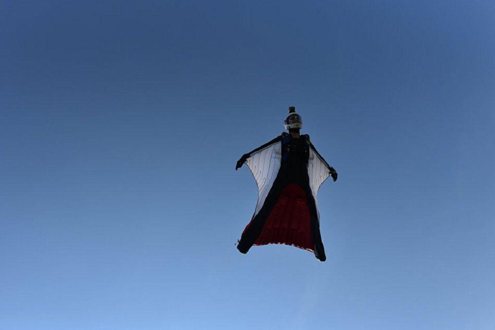 Rus serbest paraşütçüler ulusal rekor kırdı.