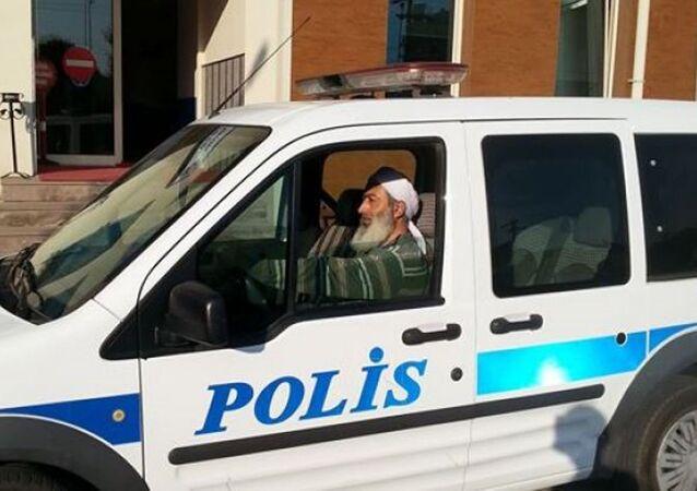 Polis memuru Kuraner Erbaş