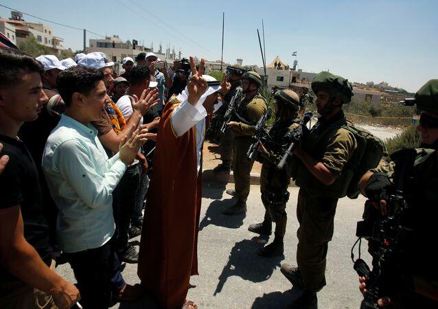 Filistinli protestocular, İsrail askerleri