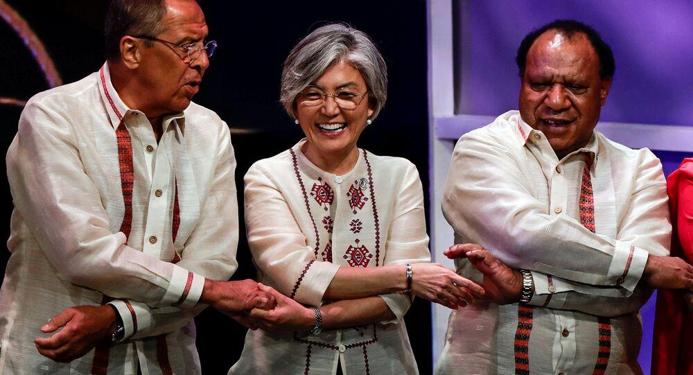 Rusya Dışişleri Bakanı Sergey Lavrov-Güney Kore Dışişleri Bakanı Kang Kyung-wha ve Papua Yeni Gine Dışişleri Bakanı Rimbink Pato