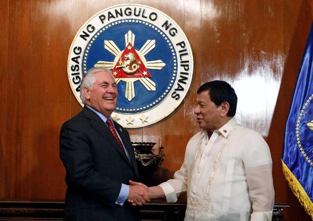 ABD Dışişişleri Bakanı Rex Tillerson, Filipinler Devlet Başkanı Rodrigo Duterte