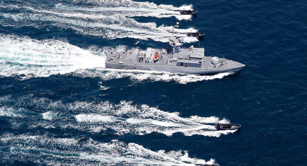 Açıklamaya göre, tatbikata Katar'dan, Emirlik Hava Kuvvetleri, Ortak Özel Kuvvetler'e bağlı Özel Deniz Gücü ile Sınır ve Sahil Güvenlik Genel İdaresi, Türkiye'den ise Donanma Komutanlığı'na bağlı TCG Gökova Fırkateyni katıldı.