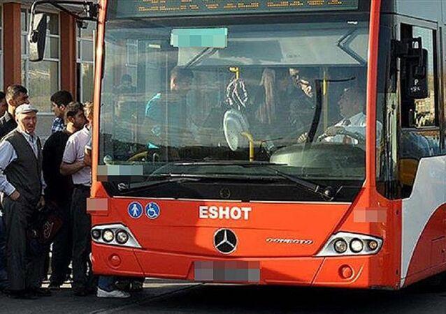 İzmir'de bir otobüs