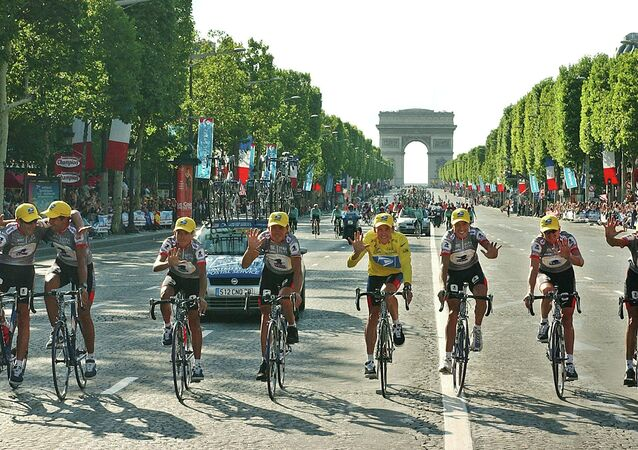 ABD'li bisikletçi  Lance Armstrong