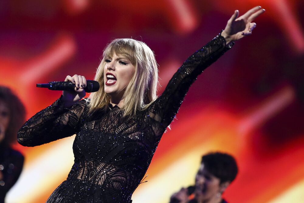 Taylor Swift taciz davasında ifade verdi