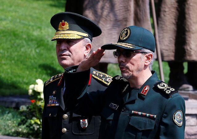 Genelkurmay Başkanı Orgeneral Hulusi Akar, İran Genelkurmay Başkanı Tümgeneral Muhammed Bakıri