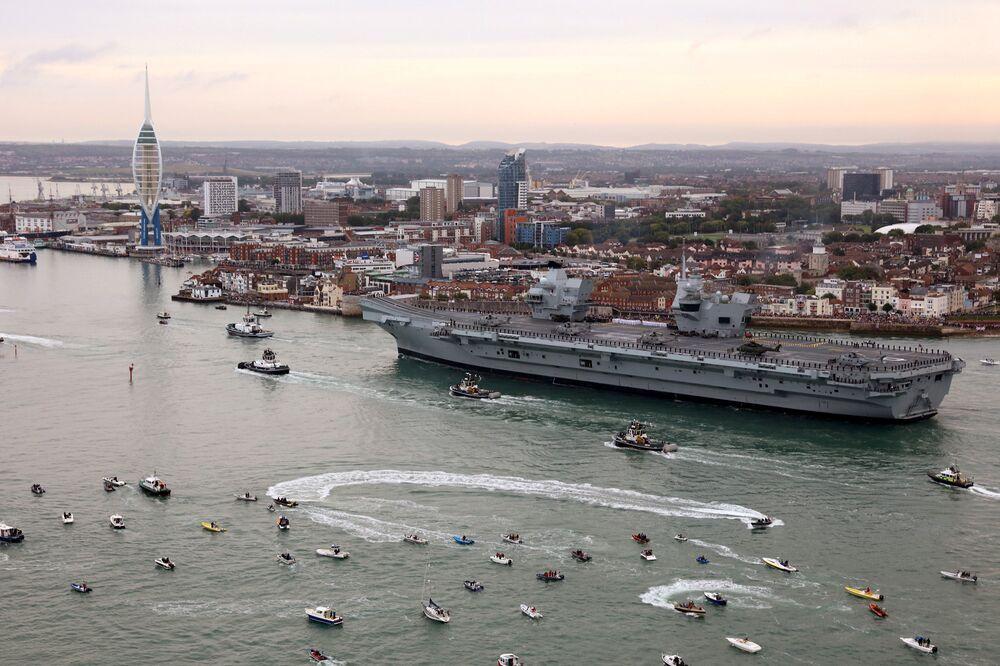 İngiltere'nin yeni uçak gemisi Portsmouth'taki üsse ulaştı