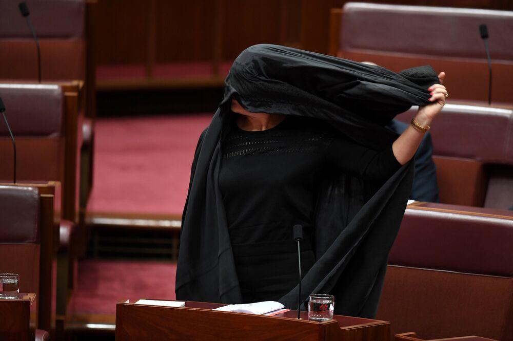 Burkayı yasaklama önerisi, bugün ilerleyen saatlerinde Senato'da oylanacak.
