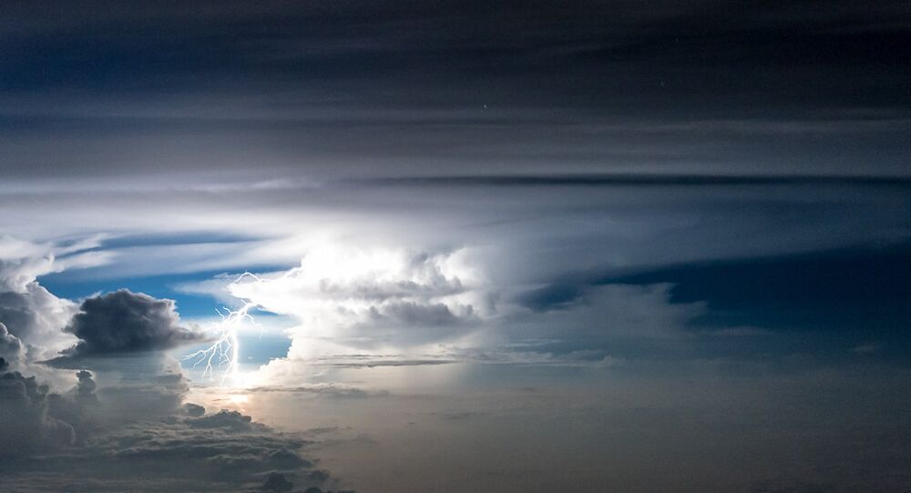 11277 metre irtifada bir pilotun gözünden fırtına fotoğrafları