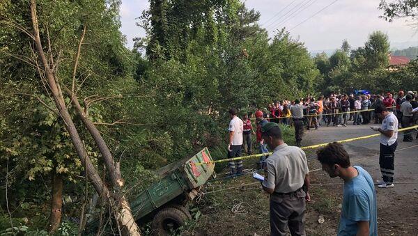 Tarım işçilerini taşıyan traktör devrildi - Sputnik Türkiye
