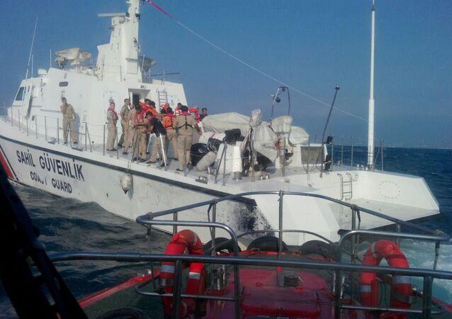 Yük gemisi İskenderun Körfezi'nde su almaya başladı