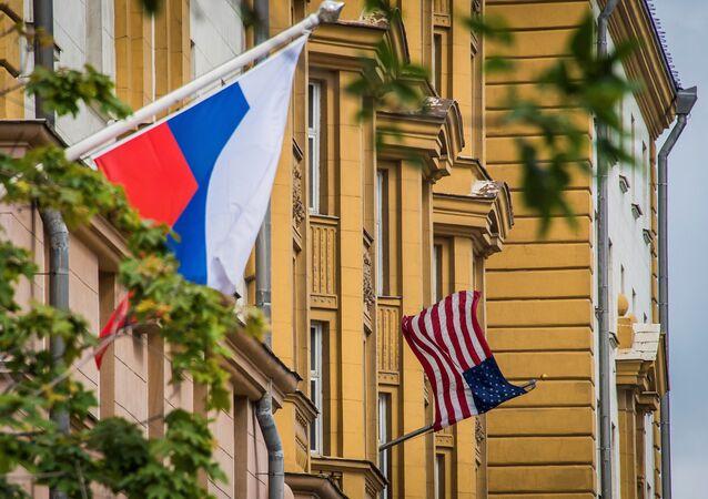 Rusya - ABD Bayrakları