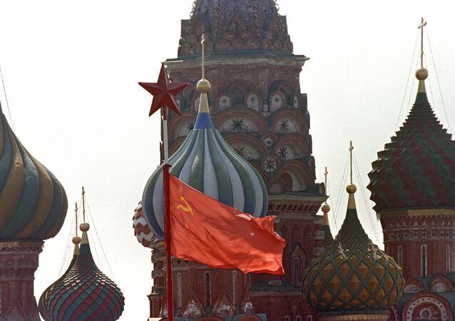 Kızıl Meydan'da SSCB bayrağı