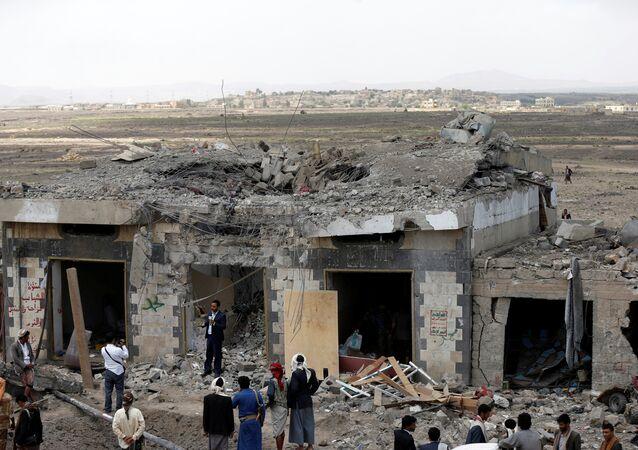 Yemen'de Suudi Arabistan öncülüğündeki koalisyonun vurduğu otel