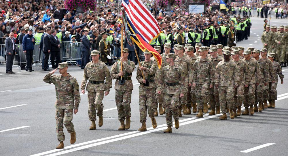 ABD askerleri Kiev'de düzenlenen bağımsızlık günü geçidinde.