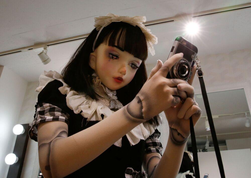 Japonya'da canlı oyuncak bebek
