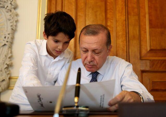 Cumhurbaşkanı Recep Tayyip Erdoğan ve torunu Ömer Tayyip Erdoğan