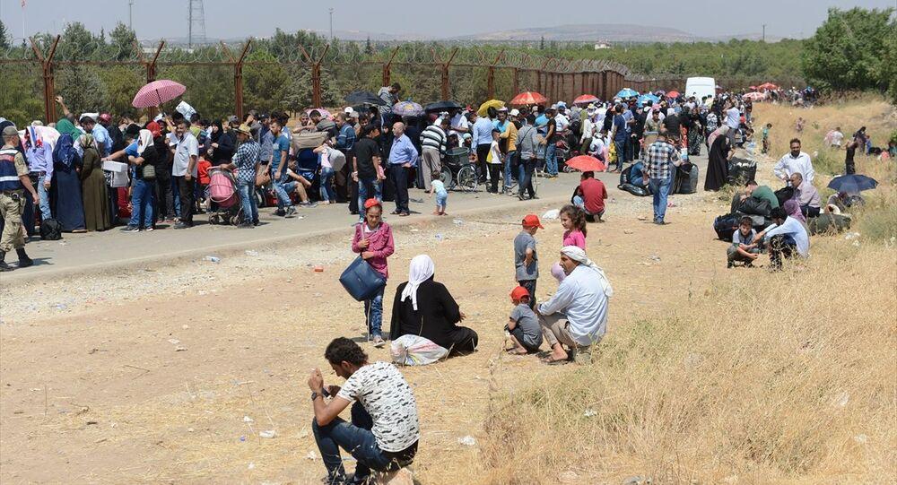 Suriyeli sığınmacılar, bayram için Kilis'in Öncüpınar Sınır Kapısı'nda