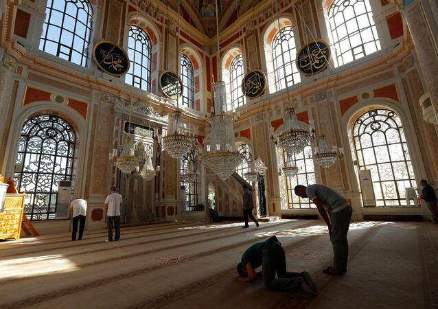 Ortaköy Büyük Mecidiye Camii - cami - namaz- İslam - Müslüman