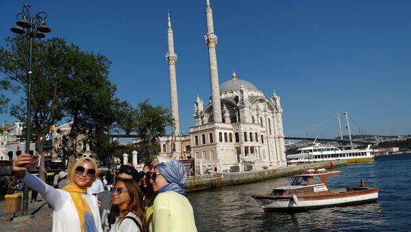Ortaköy - İstanbul boğazı - turist - selfi - Sputnik Türkiye
