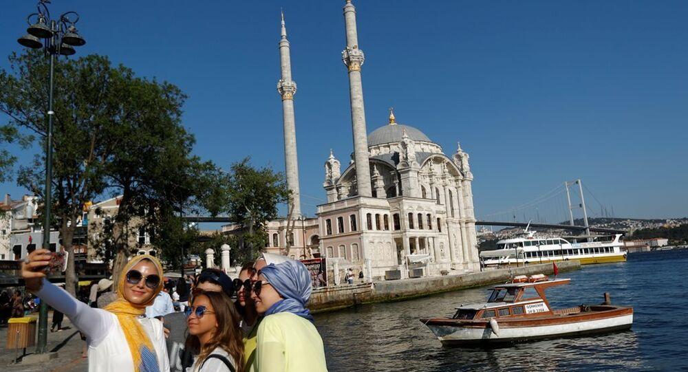 Ortaköy - İstanbul boğazı - turist - selfi