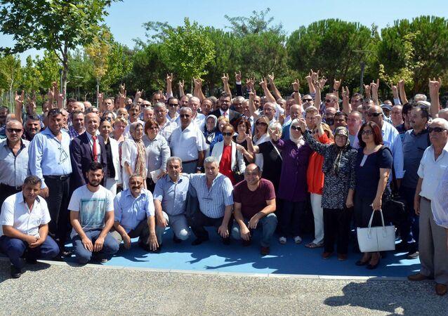 Manisa'da MHP'den istifa
