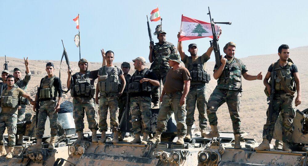 Ras Baalbek'te zafer kutlayan Lübnan askerleri