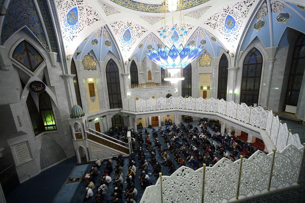 Kazan'in Kul Şerif Camii'nde Kurban Bayramı'nda namaz kılanlar.