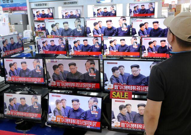 Bu arada bölgeden tepkiler gecikmedi. Güney Kore Devlet Başkanı Moon Jae-in, ABD'nin en güçlü taktik silahlarını konuşlandırmayı değerlendireceklerini açıkladı. Moon, Kuzey Kore'yi dünyadan tamamen izole edecek BM yaptırımları da dahil güçlü yanıt çağrısı yaptı.