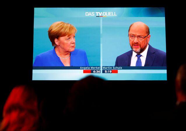 Angela Merkel (CDU) ve Martin Schulz (SPD)