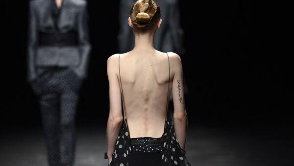 Fransız moda devlerinden aşırı zayıf modellere yasak - Sputnik Türkiye