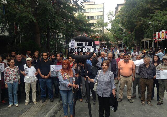 ABD Büyükelçiliği önünde siyah çelenkli protestoya polis müdahalesi