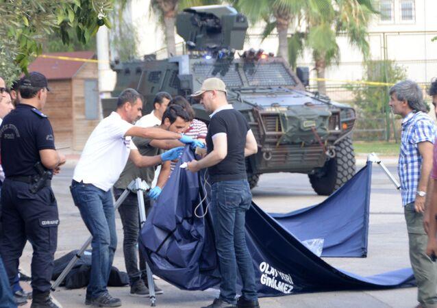 Mersin'de polis karakoluna saldırı girişimi