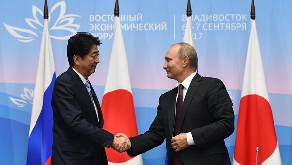 Japonya Başbakanı Şinzo Abe- Rusya Devlet Başkanı Vladimir Putin - Sputnik Türkiye