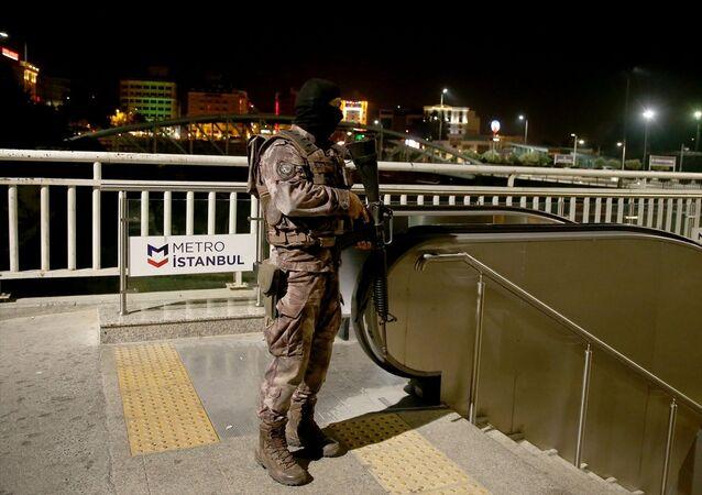 Fatih'te metro istasyonunda silahla ateş açıldı