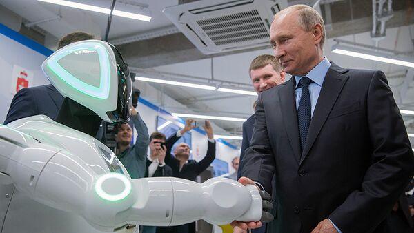 'Özgür Robot' Putin'le tanıştı: Merhaba, Vladimir Putin - Sputnik Türkiye