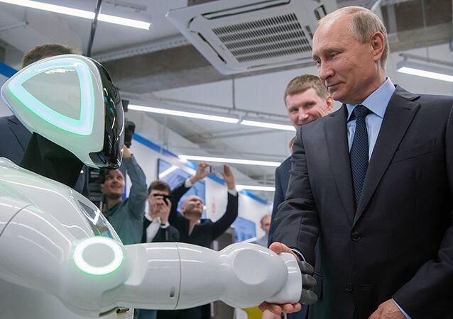 'Özgür Robot' Putin'le tanıştı: Merhaba, Vladimir Putin