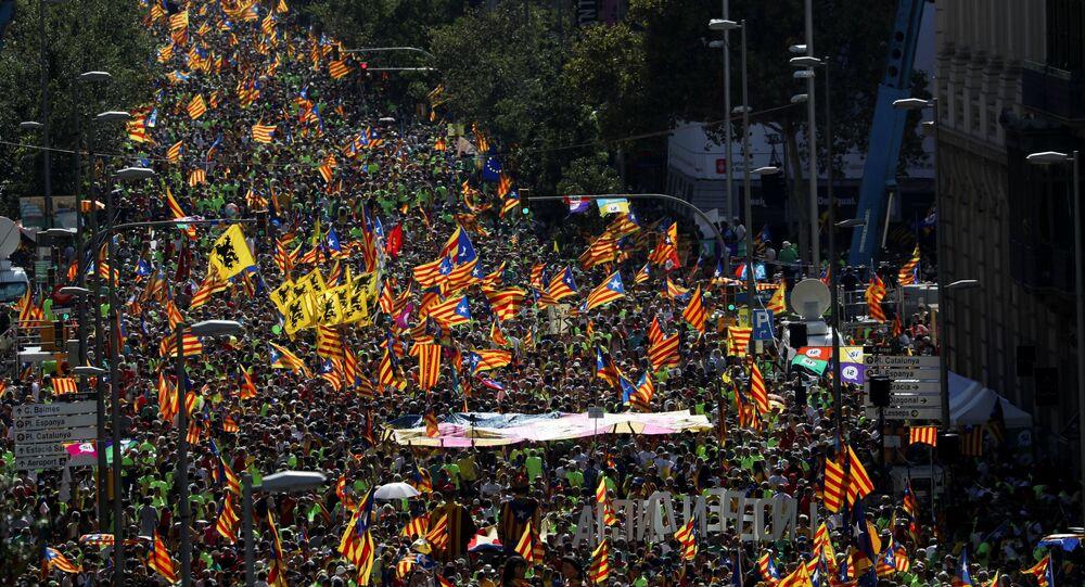 Katalanlar İspanya'dan ayrılmak için yürüdü
