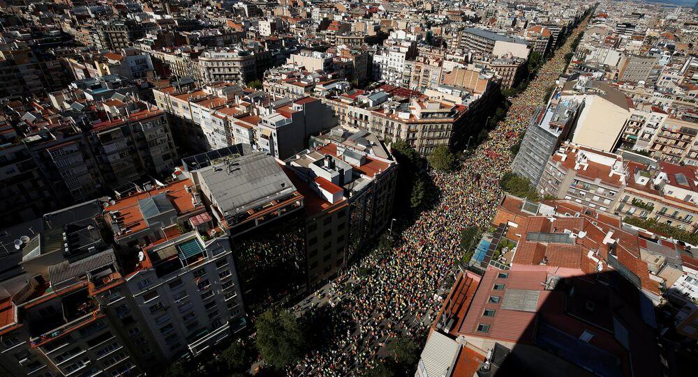 Barcelona şehrinde binlerce kişi, Katalonya'nın 'ulusal bayramı' Diada gününde bağımsızlık için eylem yaptı.