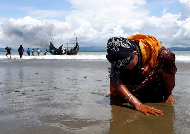 Myanmar-Bangladeş sınırında yorgun bir Arakanlı kadın