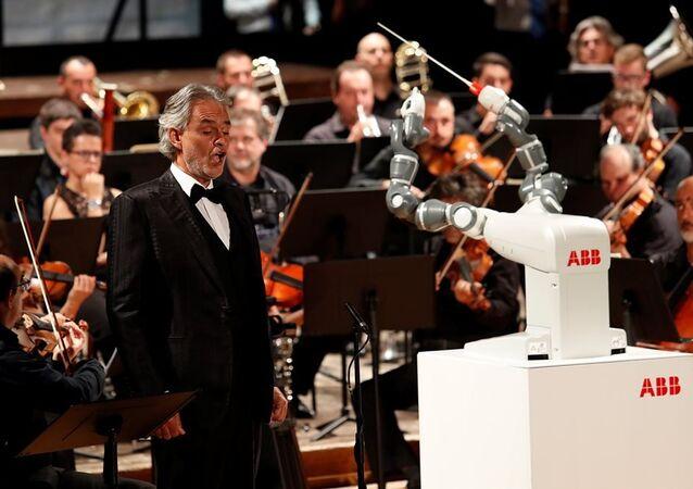 İtalyan tenor Andrea Bocelli - robot