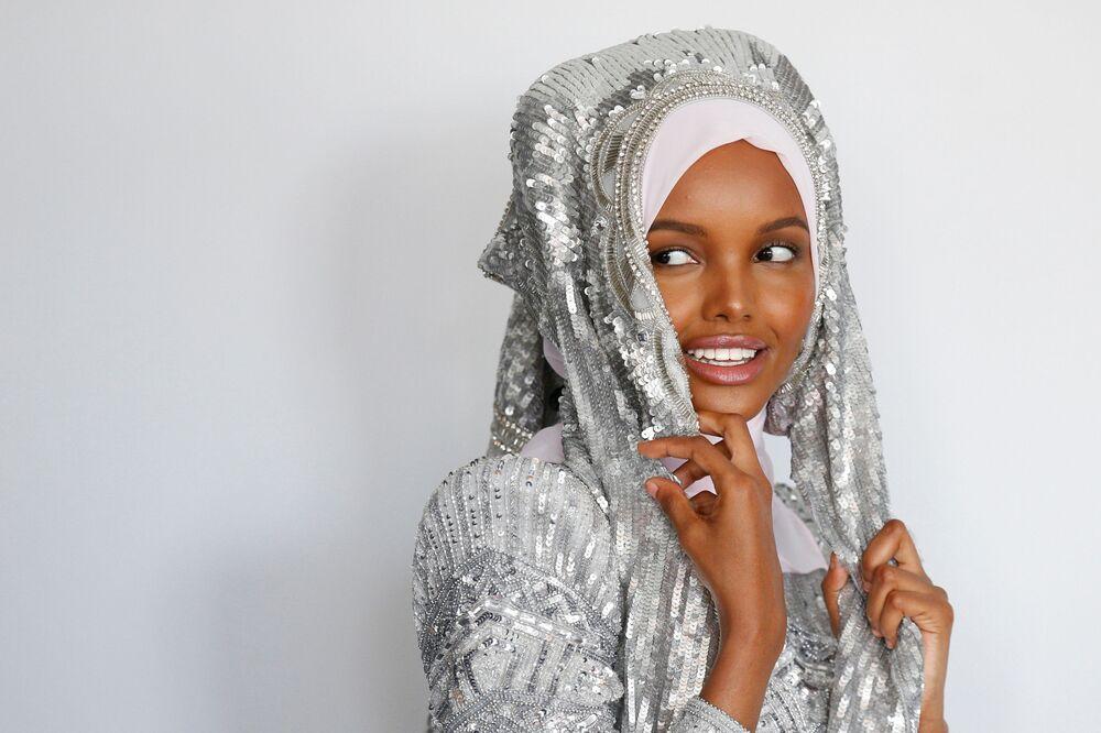 İlk başörtülü model Halimа Aden