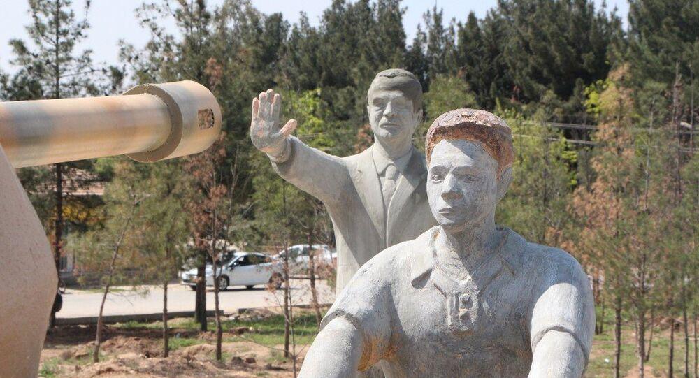 Harran'da 15 Temmuz Anıtı'ndaki Erdoğan heykeli