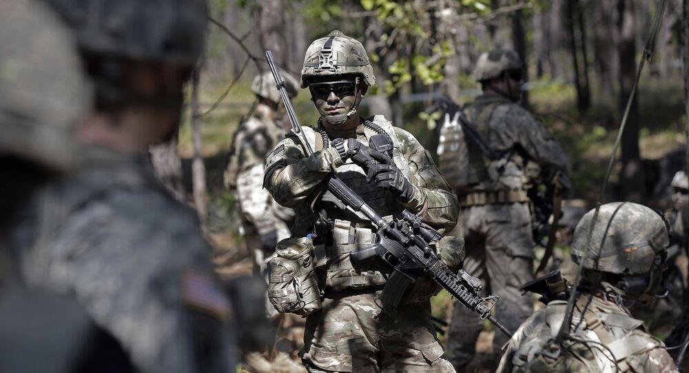 Askeri eğitim alan ABD askeri