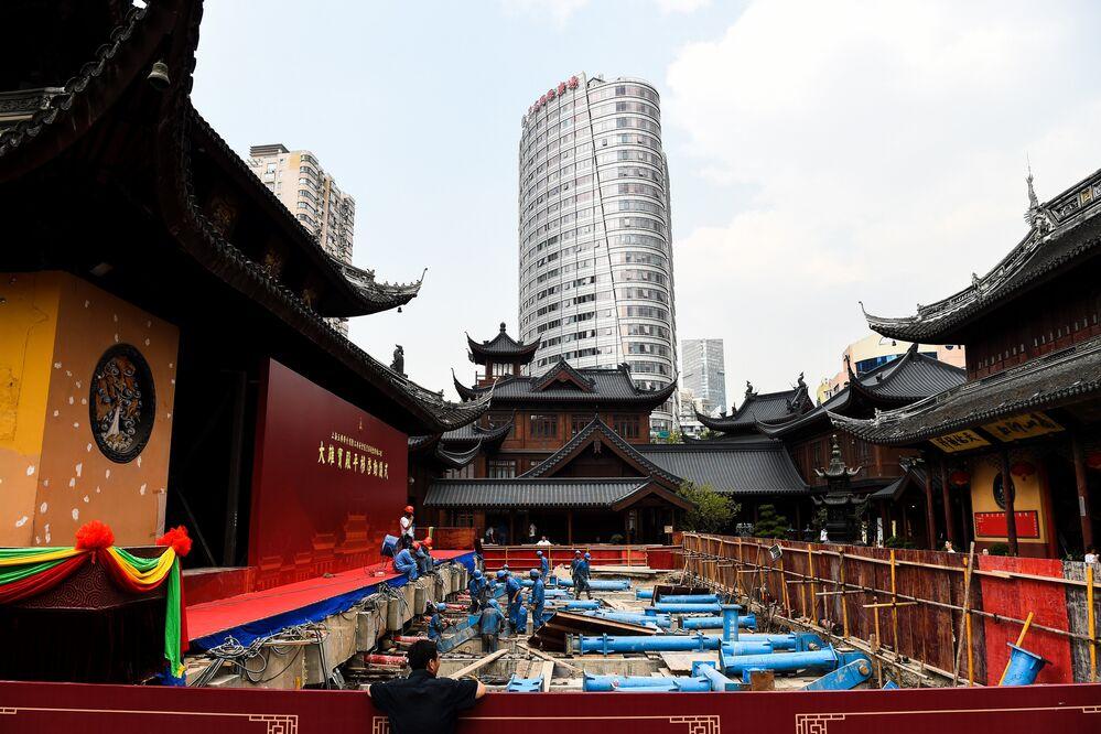 Tapınağın kuzeye doğru 30 metre kaydırılması 15 gün sürdü. Her gün yaklaşık 50 cm'lik yol katedildi.