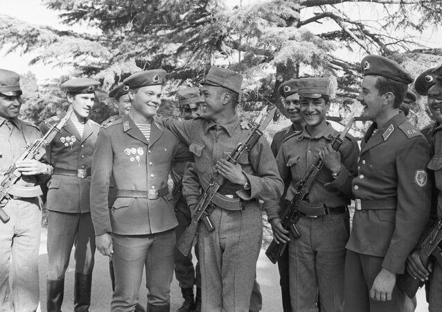 Afganistan'daki Sovyetler Birliği ve Afgan askerleri.