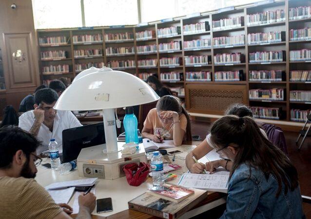 Türk gençler - öğrenci - sınav