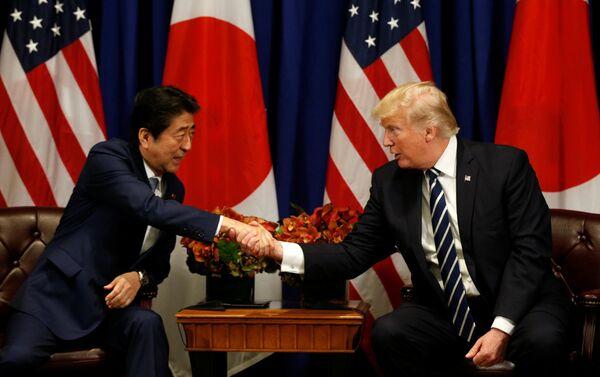 ABD Başkanı Donald Trump, 72. BM Genel Kurulu çerçevesinde Japonya Başbakanı Şinzo Abe ile görüştü. - Sputnik Türkiye
