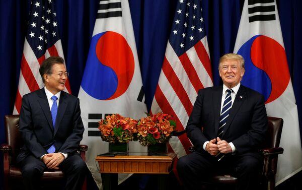 ABD Başkanı Donald Trump, 72. BM Genel Kurulu çerçevesinde Güney Kore Devlet Başkanı Moon Jae-in ile de bir araya geldi. - Sputnik Türkiye